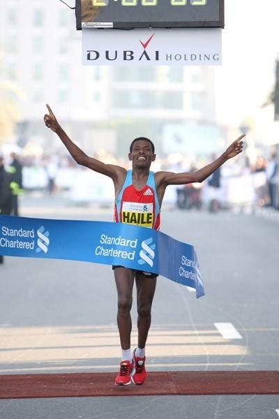 Već viđeno u Dubajiu - Haile Gebrselassie, prvi sa vremenom 2:06:09. Foto: Victah Sailer