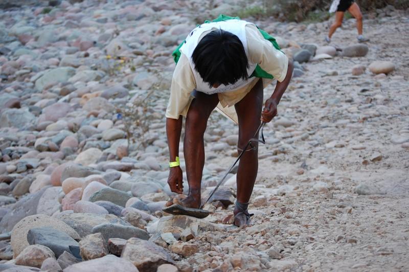 Taharumara trkač u nacionalnoj nošnji