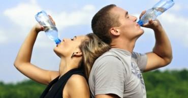 hidratacija-par-pije-vodu-615x408