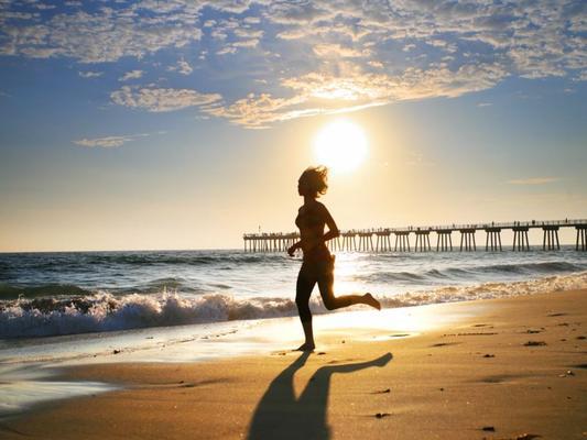 Bosonogo trčanje – trčanje po pesku