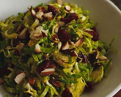 Moćni prokelj: Salata sa brusnicama, bademom i feta sirom