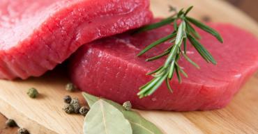 Sve više crvenog mesa dolazi od bolesnih životinja sa bakterijama koje postaju otporne na antibiotike