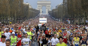 Start 39. Pariskog maratona na aveniji Šanz-Elize