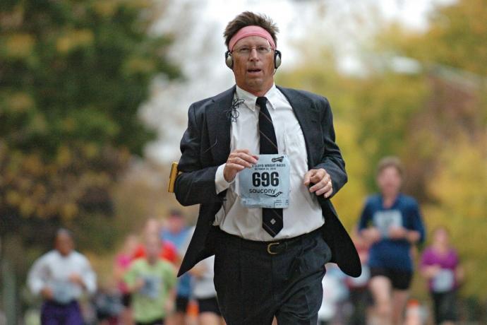 biznismen trči maraton